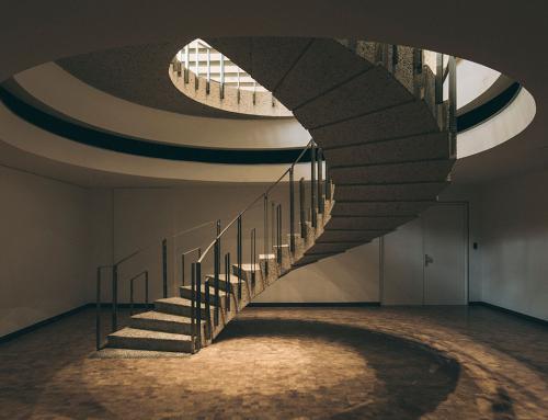 Office Boitsfort: Brutalismo, calidez y funcionalidad