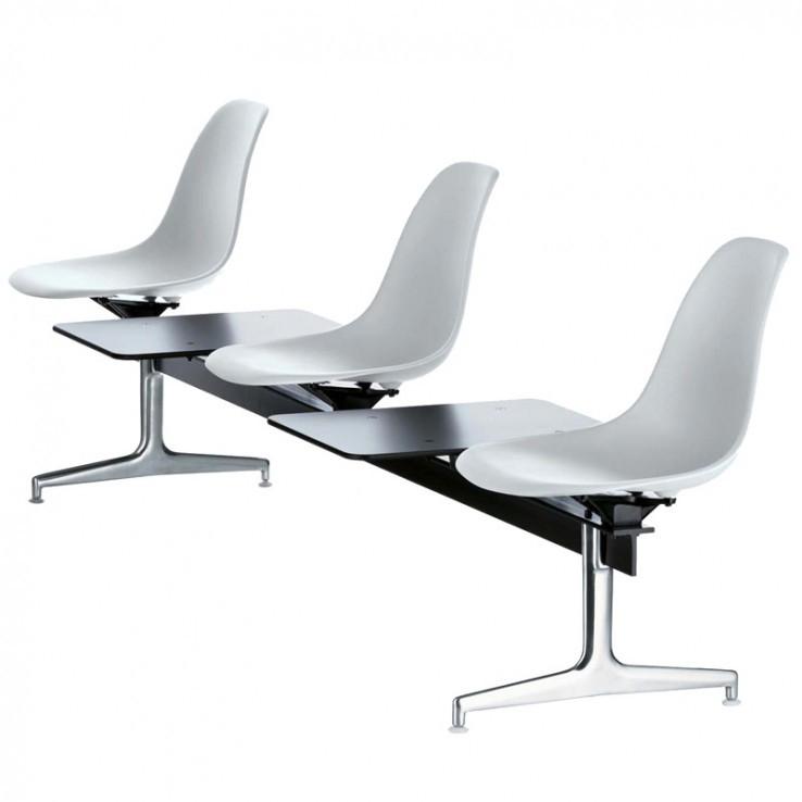 Eames Plastic Chair Sobre Travesaño